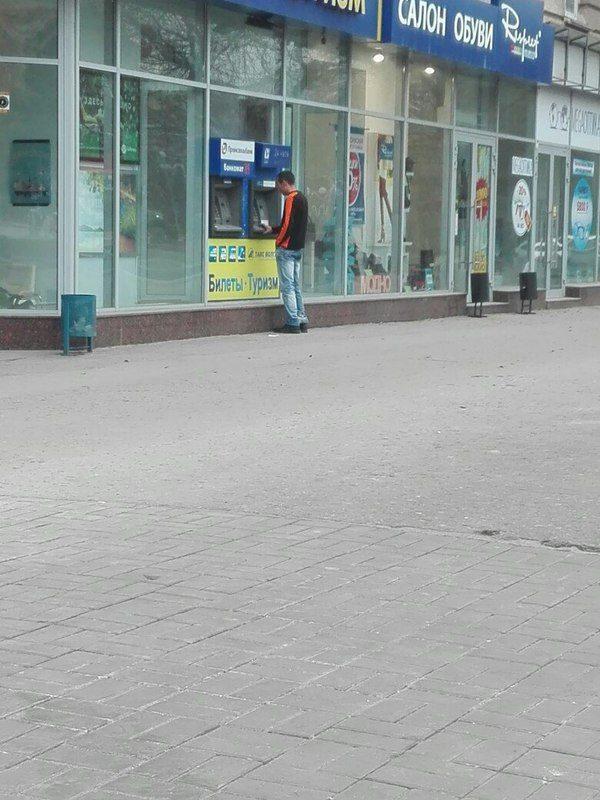 В Волгограде водитель троллейбуса остановился, чтобы снять наличность с карты