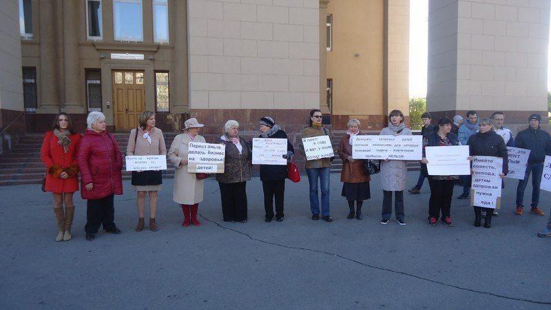 Волгоградцы устроили пикет против аутсорсинга