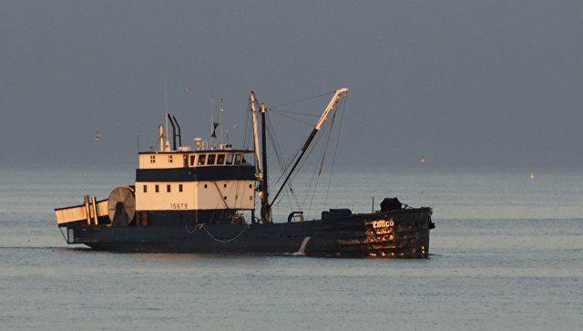 В Охотском море на борту траулера произошёл взрыв: помощь придёт нескоро