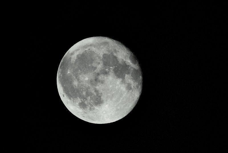 Этой ночью земляне увидят суперлуние