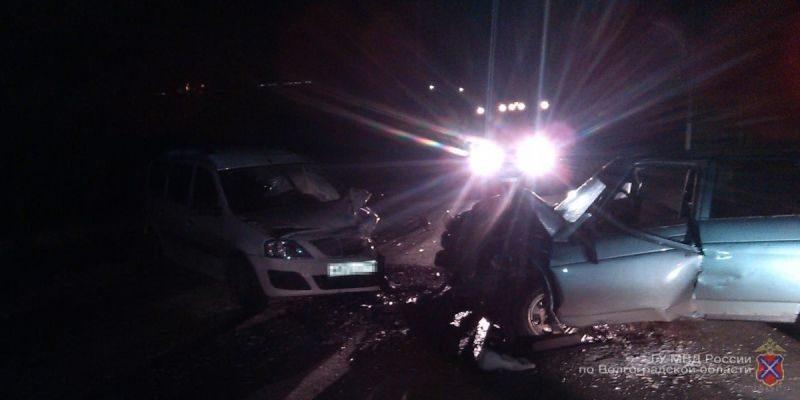Под Волгоградом при столкновении двух автомобилей пострадали четыре человека