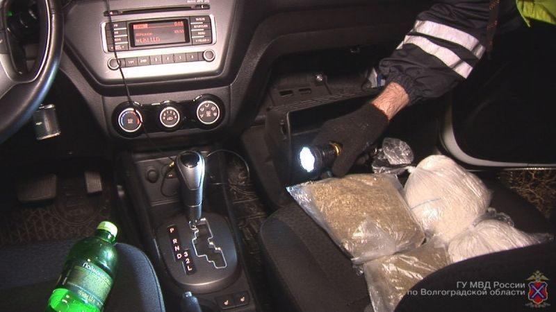 Волгоградец спрятал в салоне автомобиля больше килограмма наркотиков