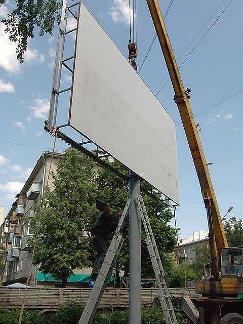 Администрация Волжского закрыла глаза на незаконные билборды