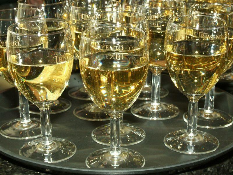 Минсельхоз предложил разрешить на телевидении рекламу вина