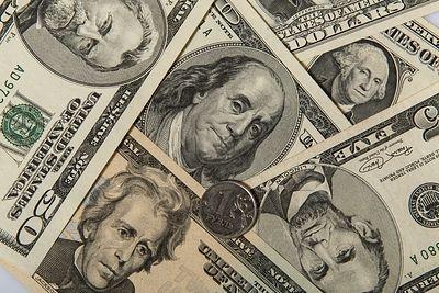 В России нет ажиотажа вокруг обмена валюты на фоне падающего доллара