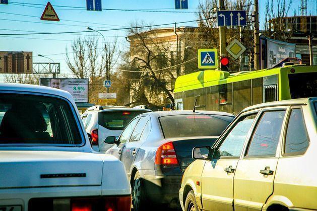 Водителей предупреждают об ограничении транспортного движения на новогодние праздники