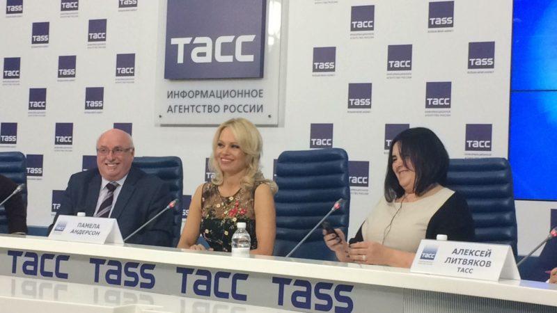 Кремль обсудил защиту животных с Памелой Андерсон