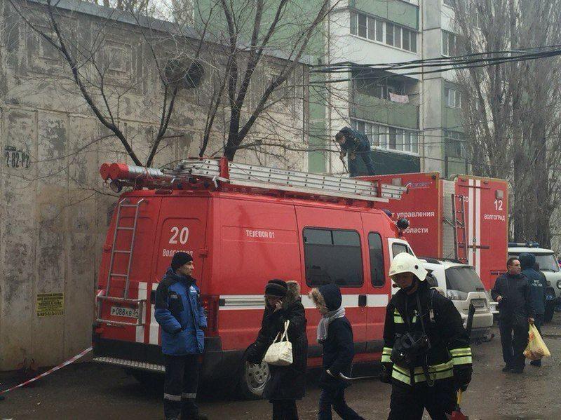 Пожарным и скорой могут разрешить таранить автомобили во дворах