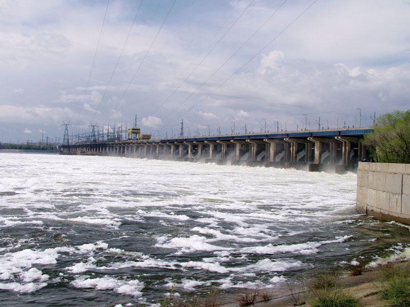Автомобилист спрыгнул с моста Волжской ГЭС