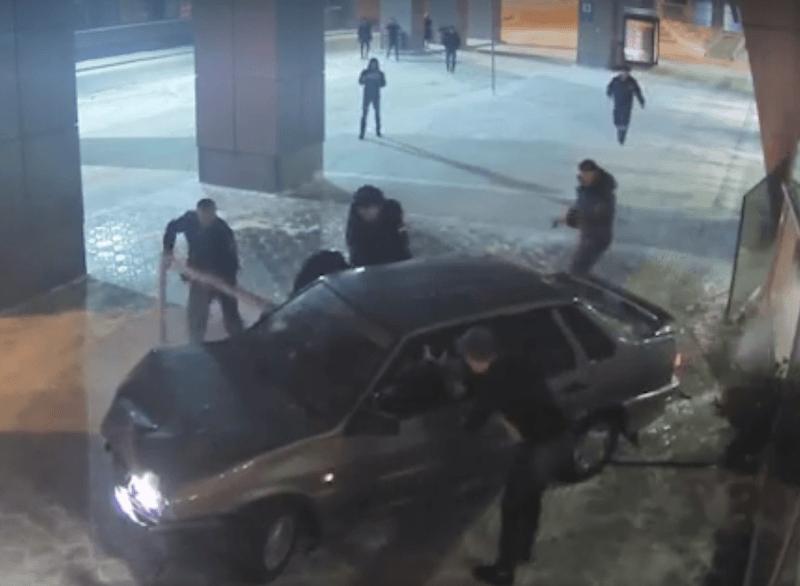 Водитель разнёс казанский аэропорт