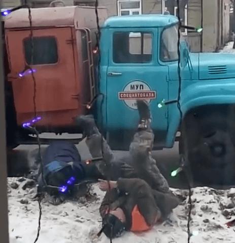 Пьяные коммунальщики устроили весёлые игры