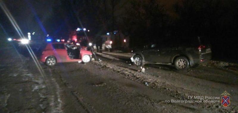 Под Волгоградом в лобовом столкновении погибла женщина-водитель