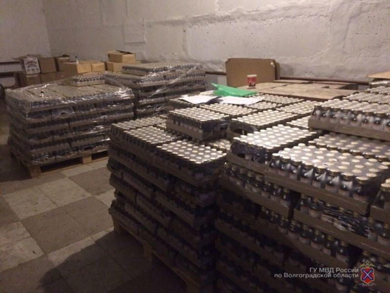 В Волгограде накрыли склад с нелегальным алкоголем и сигаретами
