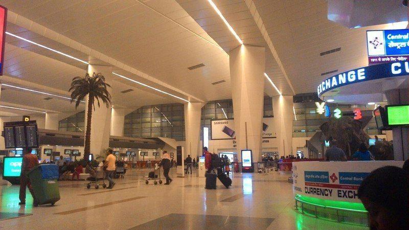 В аэропорту Дели в детских подгузниках нашли пуд золота