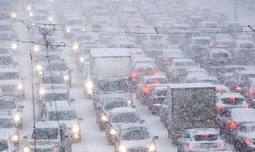 Волгоград стоит в пробках из-за снега и ДТП