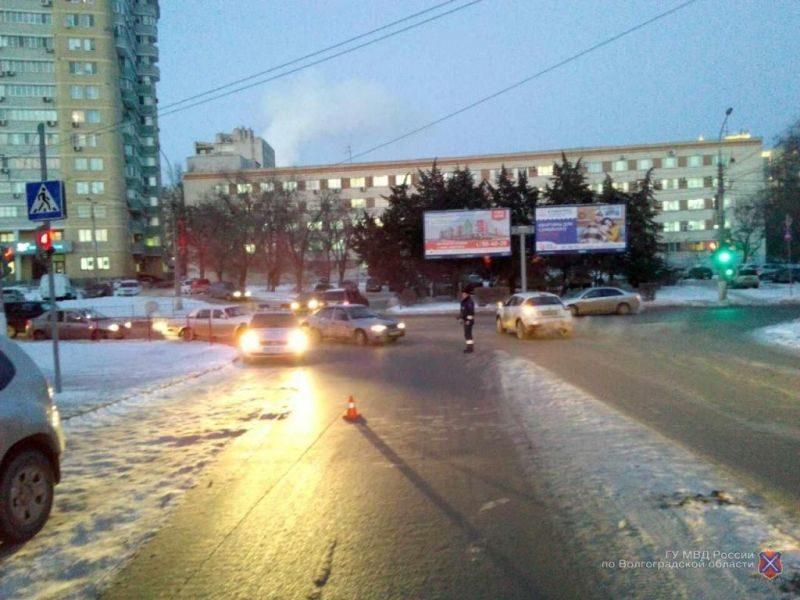 В центре Волгограда автоледи сбила женщину на пешеходном переходе