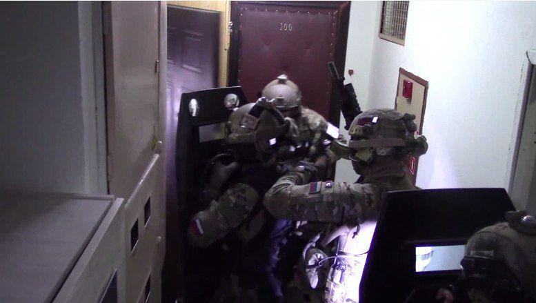 Силовиками обезврежено взрывное устройство в доме на юго-западе Москвы. ФОТО и ВИДЕО