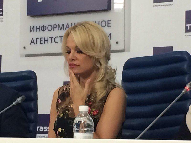 Визит в Россию приносит счастье Памеле Андерсон
