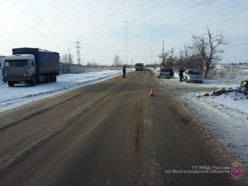 В Волгограде разыскивают водителя внедорожника, оставившего место ДТП