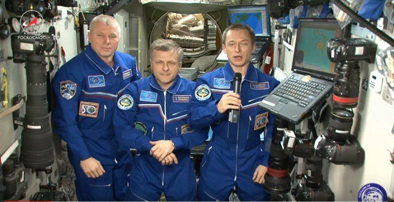 Космонавты Роскосмоса поздравили россиян с борта Международной космической станции