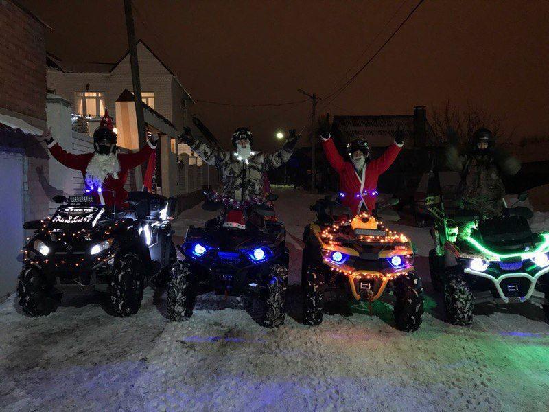 Волгоградцы в новогодних костюмах на квадроциклах поздравили своих земляков