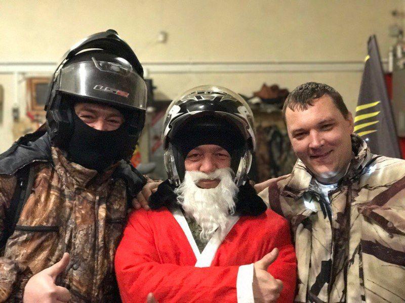 Волгоградцы в новогодних костюмах на квадроциклах поздравили жителей города