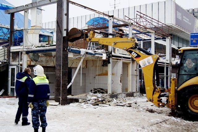 В Волгограде демонтировали бывший ночной клуб «Звездный»