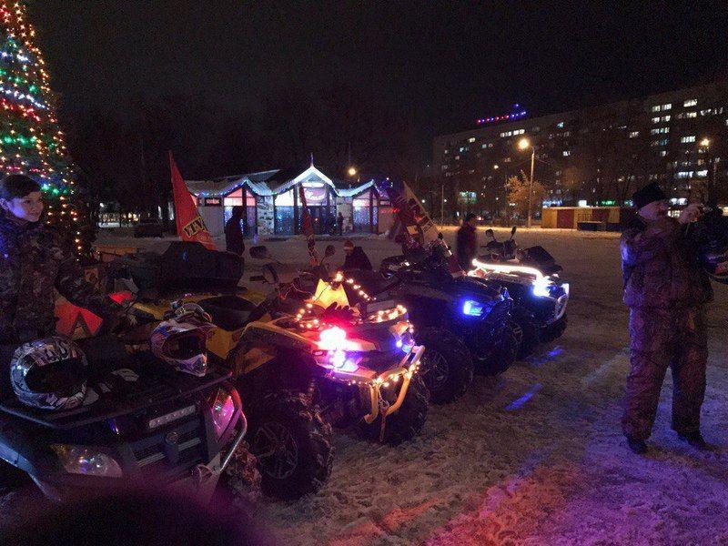 Волгоградцы в новогодних костюмах на квадроциклах поздравили горожан.