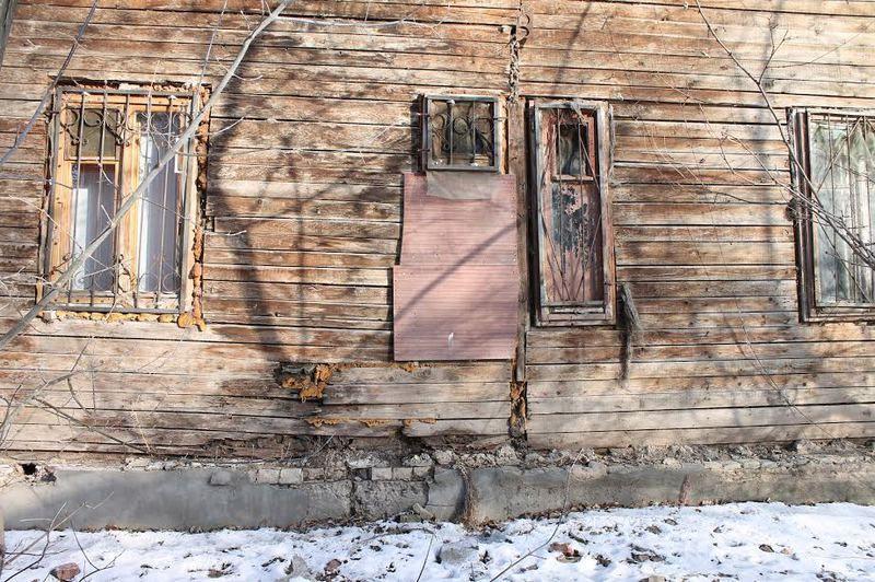 Активисты взяли на контроль проблему расселения аварийного дома в Красноармейском районе Волгограда