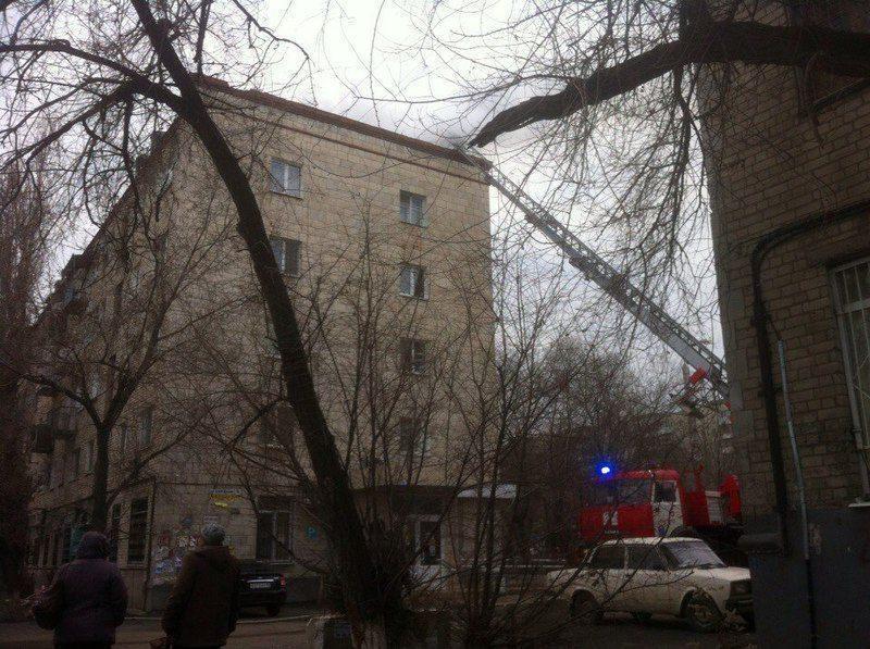 На юге Волгограда эвакуировали жильцов из-за пожара в пятиэтажке