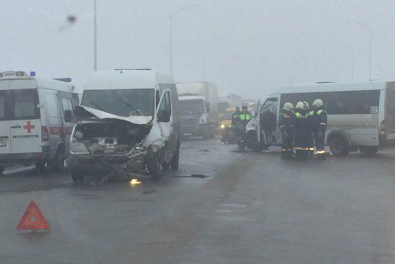 На шоссе Авиаторов столкнулись 2 маршрутки, КАМАЗ и «девятка»
