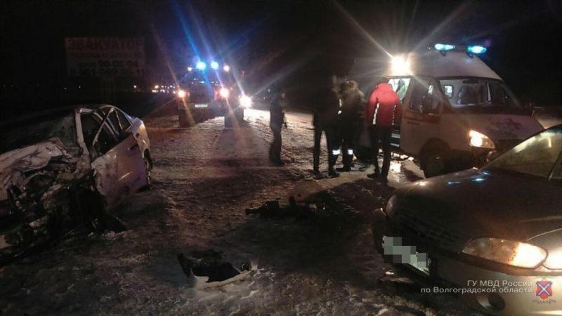Во Фроловском районе водители чудом выжили после лобового столкновения