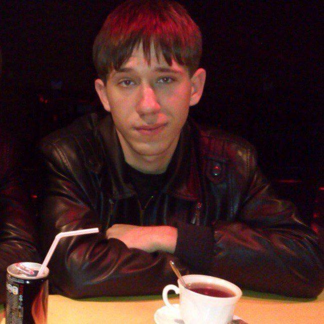 В Волгограде разыскивают парня на вишнёвой Приоре