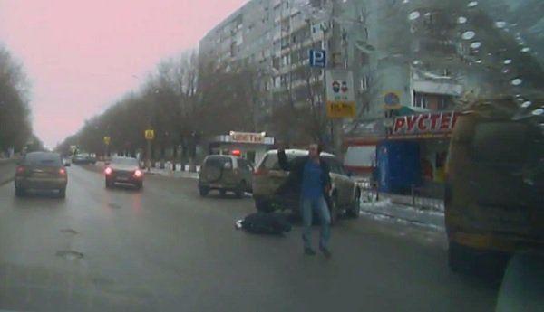 В Волгограде на запись видеорегистратора попало жестокое избиение мужчины на дороге