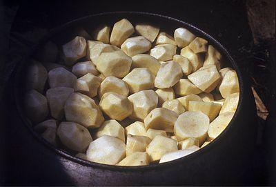 Россияне всё чаще заменяют мясо картошкой