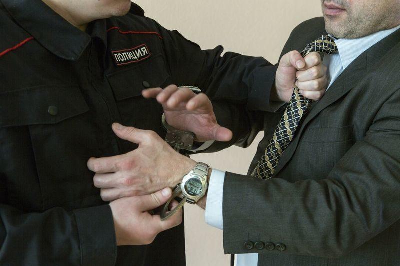 За выписанный штраф полицейский получил кулаком в лицо
