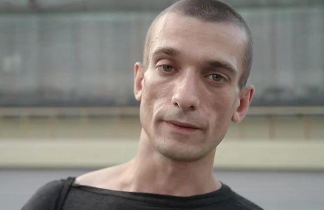 Павленский уехал из страны после обвинения в изнасиловании