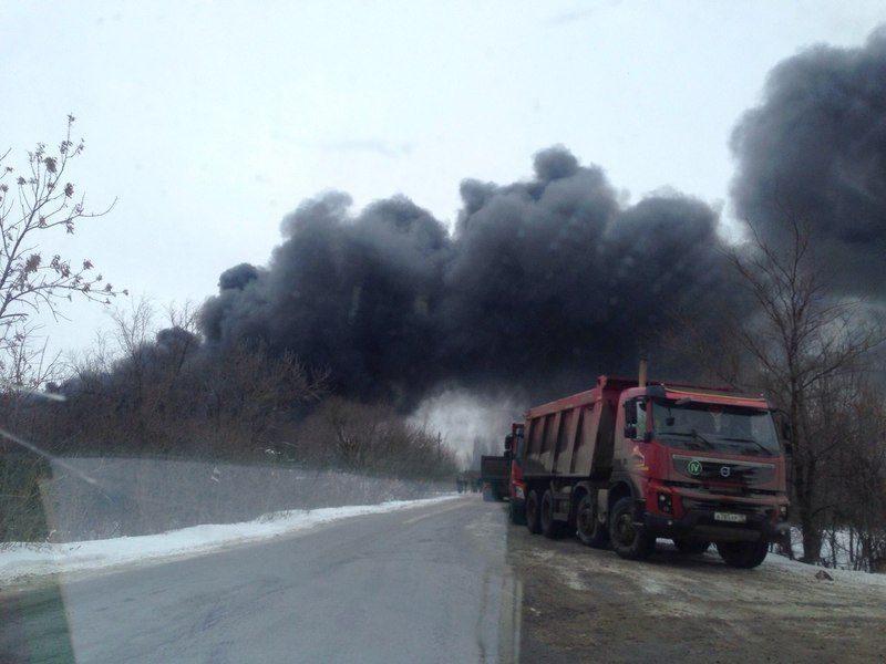 В Волгограде горит склад мебельной фабрики