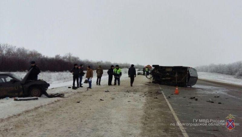 Под Волгоградом произошло ДТП: 1 человек погиб, 6 пострадали