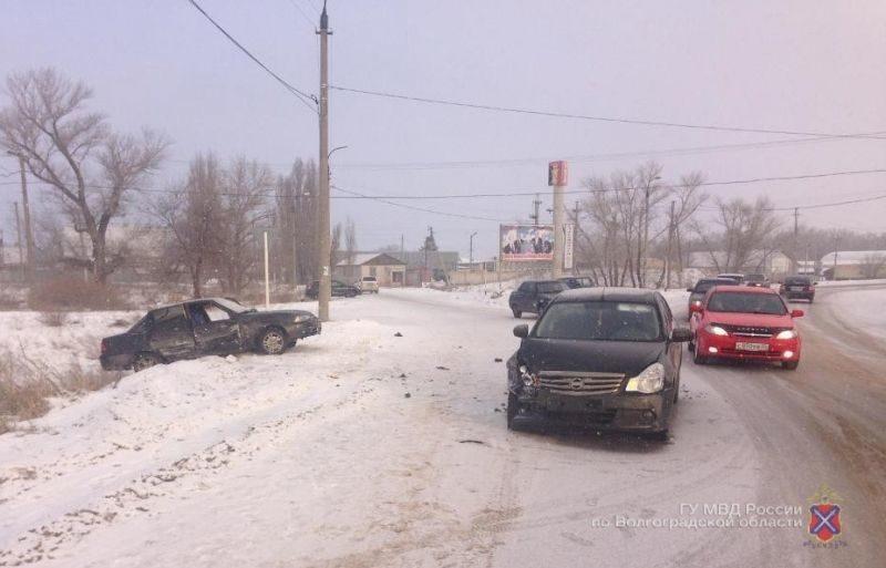 Под Волгоградом при столкновении двух иномарок пострадали три человека