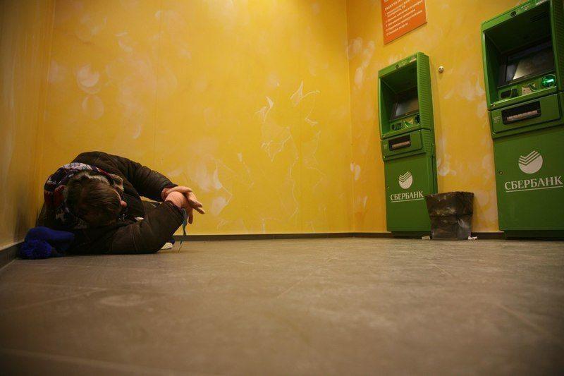 «Сбербанк» прокомментировал инцидент с ночевкой бомжа в отделении