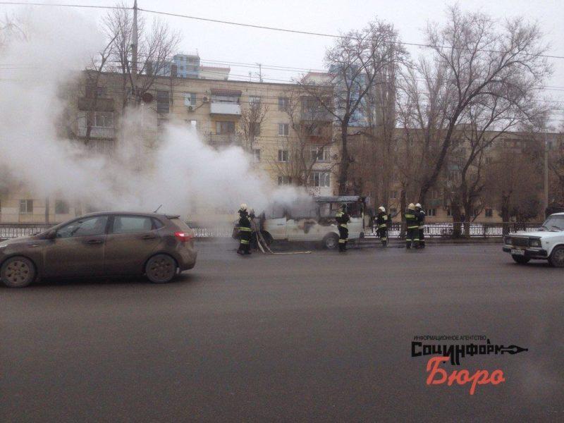 В центре Волгограда загорелась маршрутка