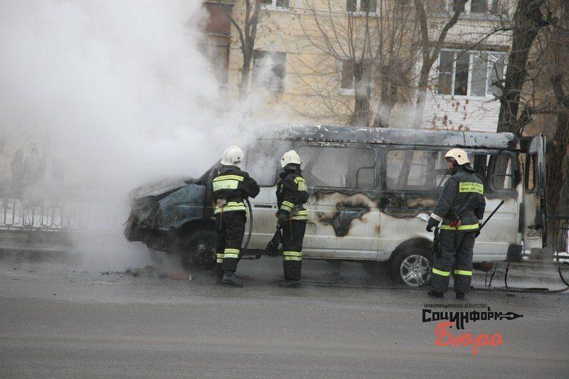 В центре Волгограда загорелась маршрутка. ВИДЕО