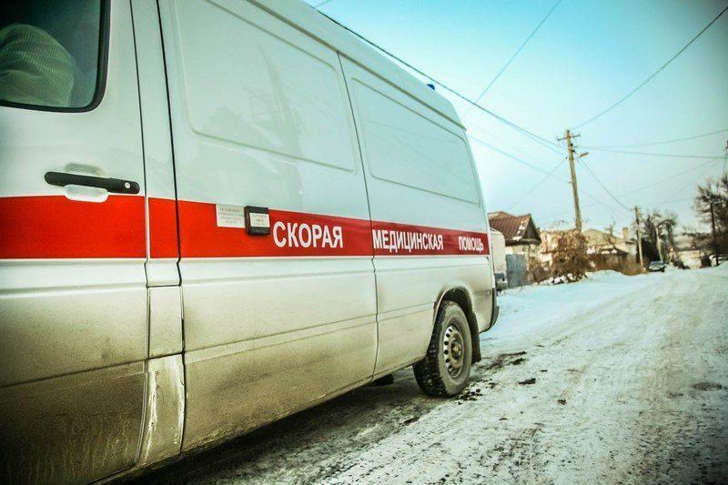 В Красноярске водитель не хотел пропускать скорую. ВИДЕО