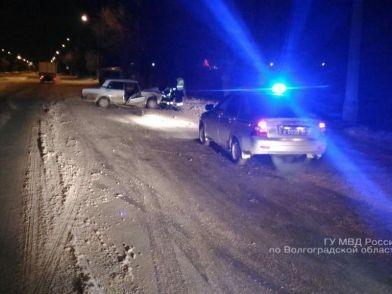 Водитель на «семерке» протаранил опору ЛЭП: пострадали три человека