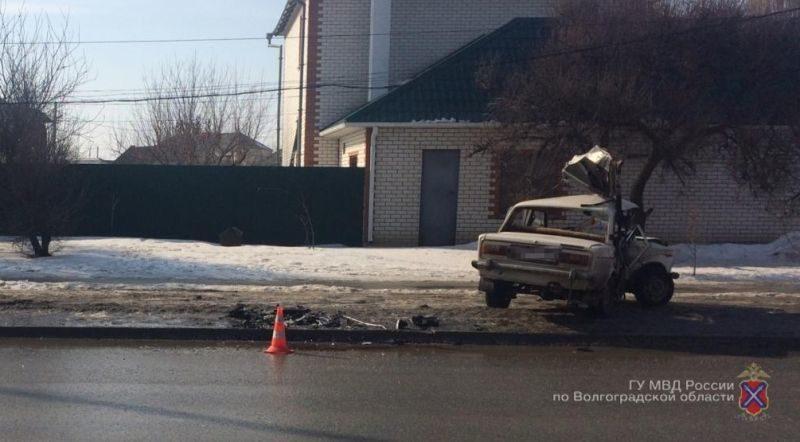 В Волжском столкнулись иномарка и ВАЗ: пострадал ребёнок