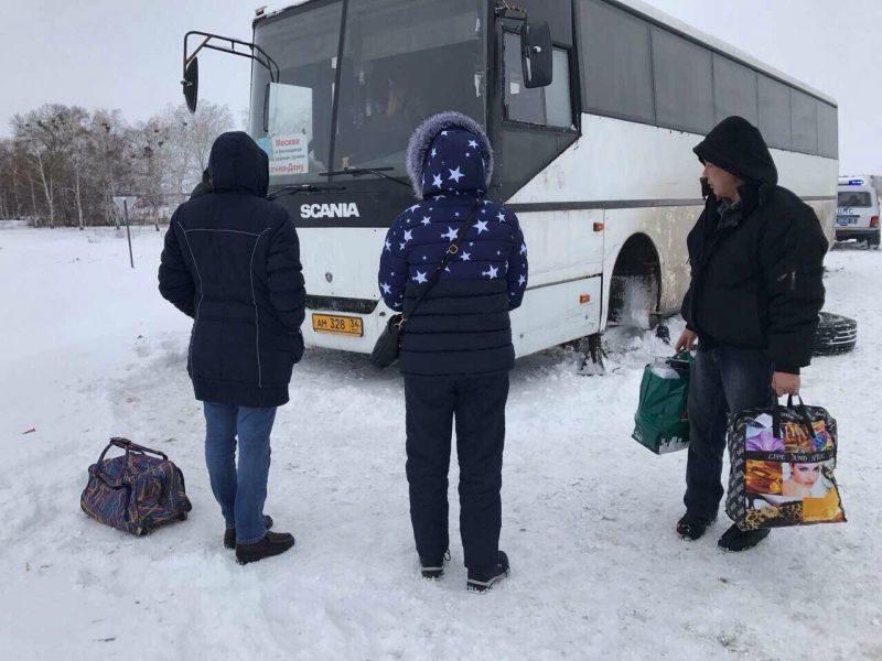 Воронежские инспекторы ДПС спасли замерзающих волгоградцев