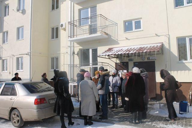 Новые дома для жителей Средней Ахтубы покрылись черной плесенью