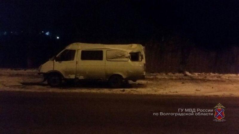 На юге Волгограда маршрутка с пассажирами врезалась в столб: есть пострадавшие