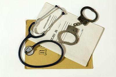 Три врача госпиталя Вишневского отправлены в тюрьму за взятку